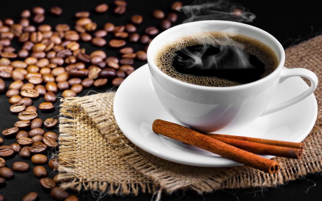 cafeaua neagră ajută la arderea grăsimilor)